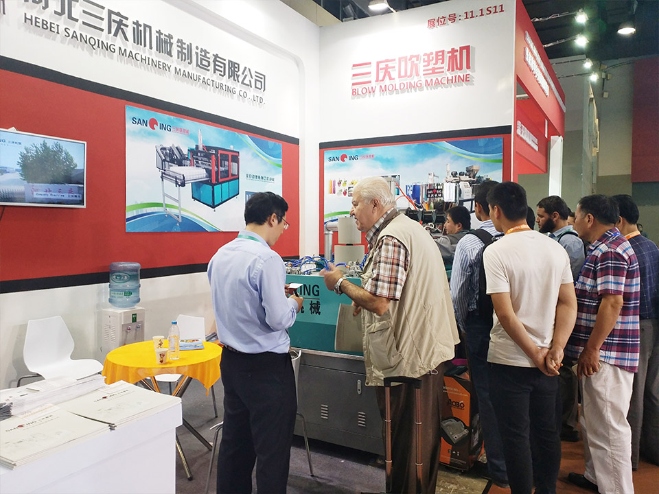 2.Sanqing Blow Molding Machine Manufacturer Establishes Perfect Blow Molding Machine After-sales Service System